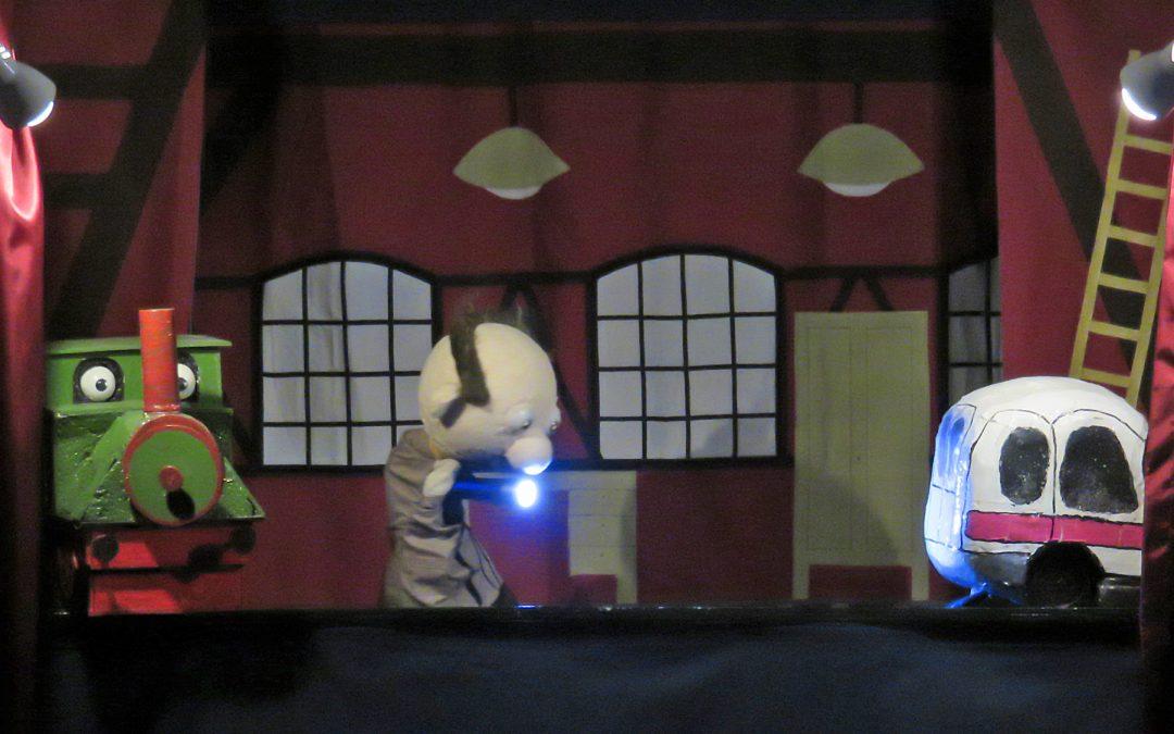 Kleinkunst im Museum: Dampf unterm Dach, streitende Hühner, Käse, Katze und Mäuse.